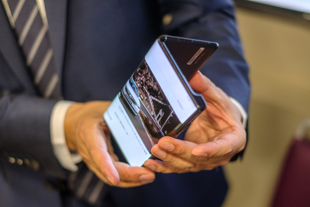 Huawei Mate X features and price of the first folding mobile with 5G